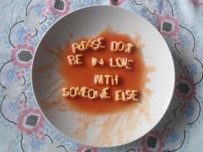 sopa de letras, sopa comida, plato con sopa, texto con sopa