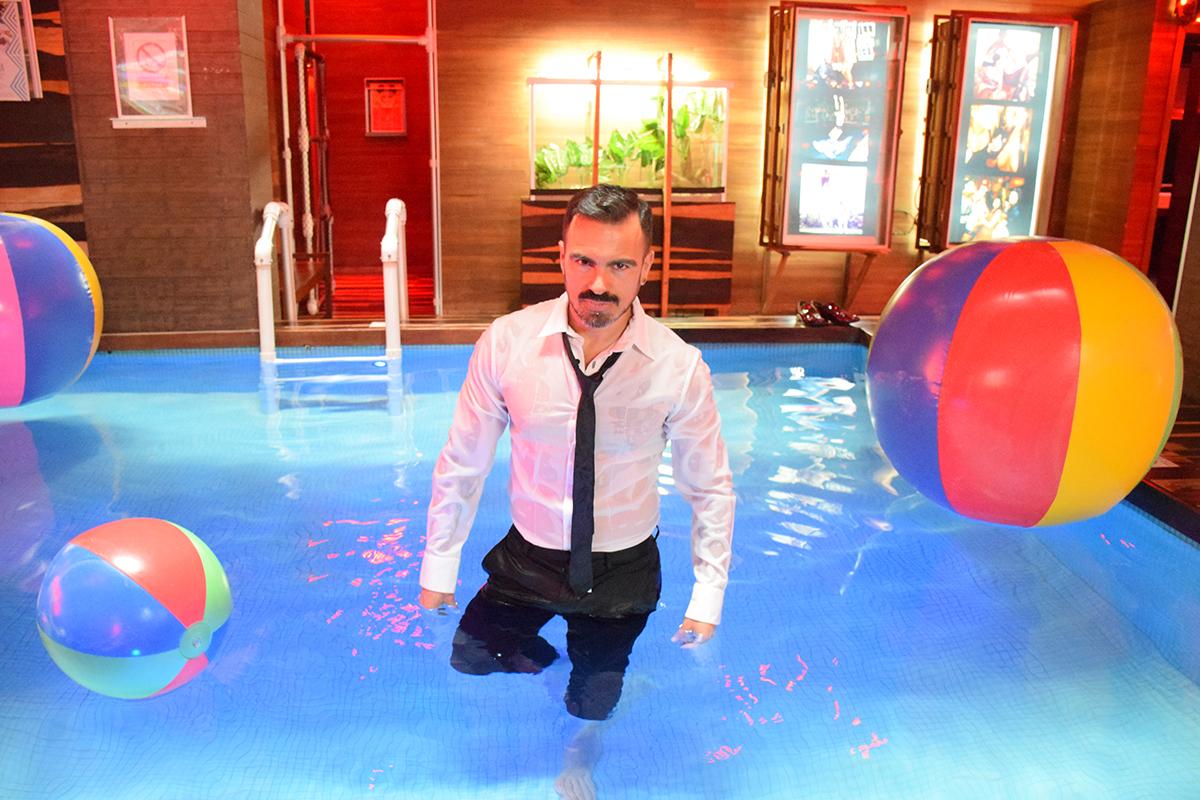 salvador nunez, turismo lgbt en el hotel reina roja de playa del carmen, tones