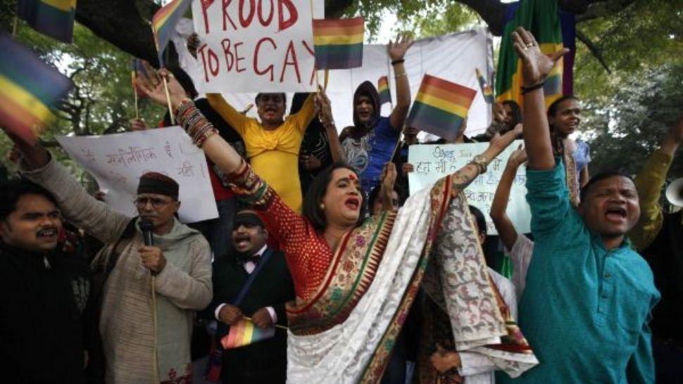 india legaliza la homosexualidad entre adultos